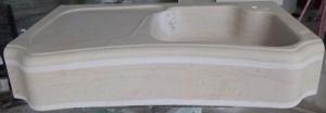 Evier 1 bac poli avec gargouille et ciselure périférique