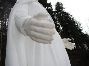 Main droite neuve après son scellement