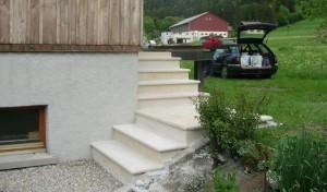Habillage d'escalier, aspect bouchardé, avec nez de marche