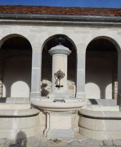La chèvre, la vasque et la colonne ont été entièrement remplacées.
